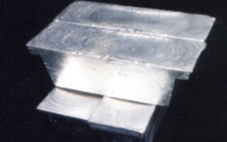 純度の高い銀地金が完成